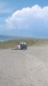 13 kirghiz au bord du lac