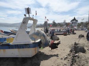 Les bateaux de pêcheurs sur la plage