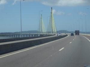 Le pont à l'entrée de l'île Santa Catarina