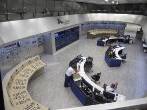 Salle de contrôle général. :  un côté brésilien ,un côté paraguayen