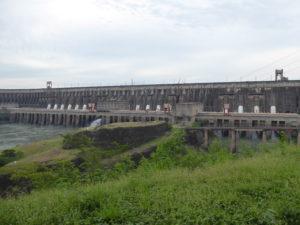 Une partie du barrage vue de l'extérieur