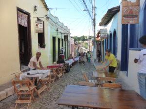 Lençois une rue aux maisons coloniales colorées