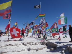 Quelques drapeaux du monde  chercher la Bretagne et le stade Rennais