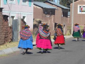 la fête au village avec les habits traditionnels