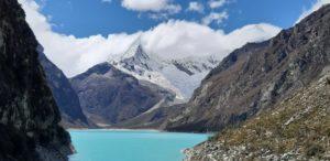 le lac Perón et les pics enneigés