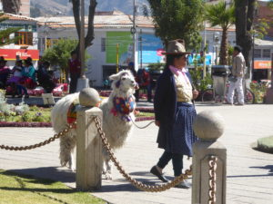 sur la place des armes à Huaraz