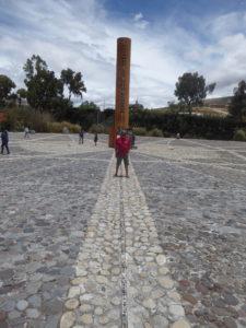 la Mitad del Mundo Robert sur la ligne de l'Equateur