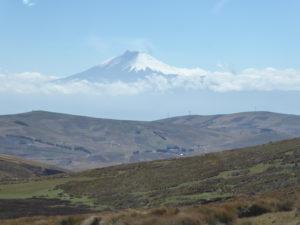 sur la route de Quito le volcan Cotopaxi toujours en activité