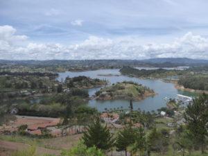 Guatape :  le lac.