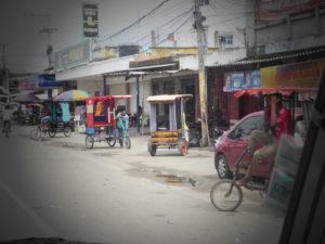 vélo taxi dans une petite ville sur la route du nord