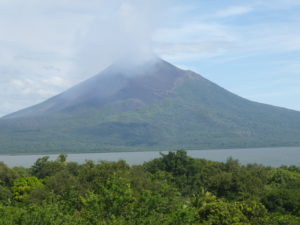 volcan Momotombo et lac Managua
