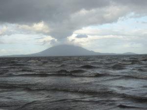 le lac Nicaragua et le volcanConception sur île Ometepe