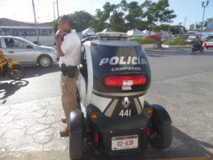 voiturette de la police municipale (Renault)