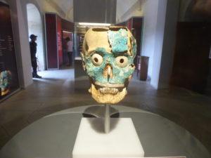 crâne incrusté de turquoise