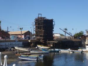 sur le port : ancien bâtiments servant à la mine